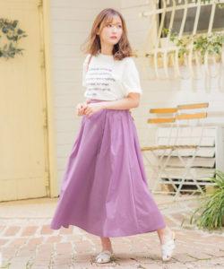 白Tシャツ×ピンクスカート