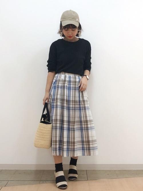 初夏に爽やかなカラーのチェック柄スカート