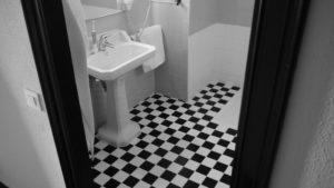 物がないトイレの床