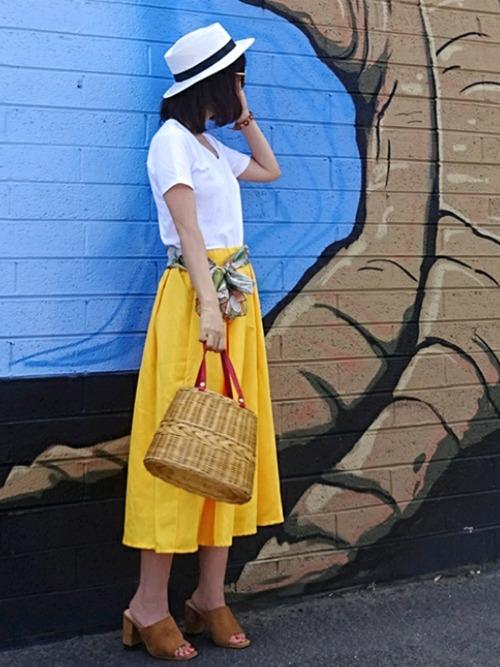 夏らしいビビッドカラースカート