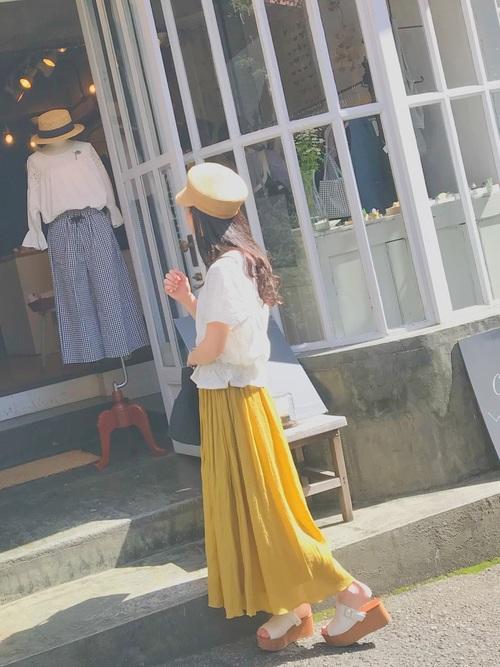 目を引くキレイ色フレアスカート