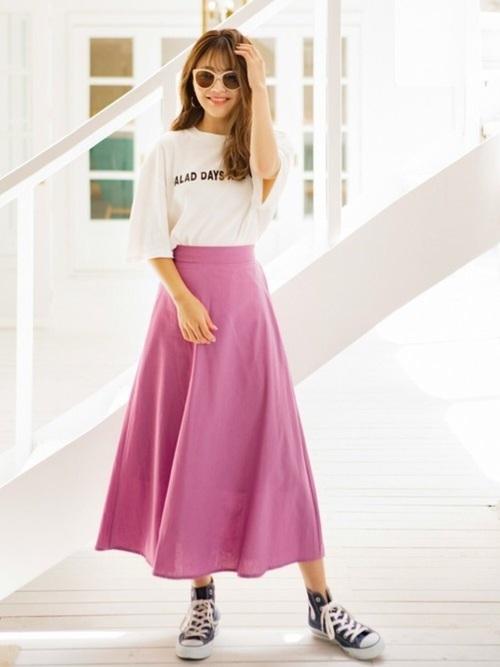 白Tをピンクスカートでガーリーに