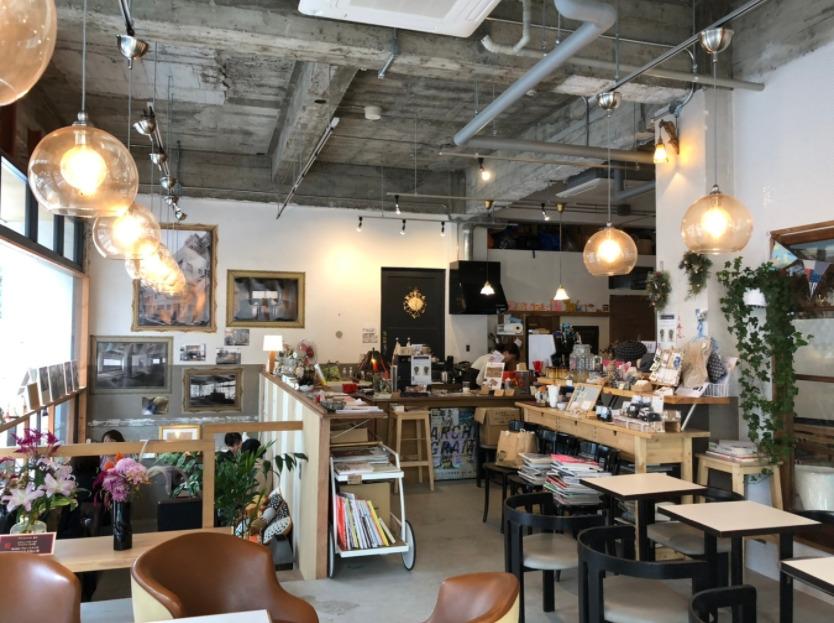 喫茶ランドリーカフェスペース